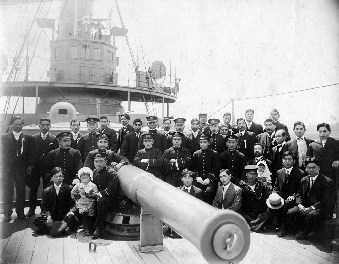 Crew of a Japanese battleship posing with a welcoming delegation in Vancouver, circa 1909-1914. NNM 2010.31.25
