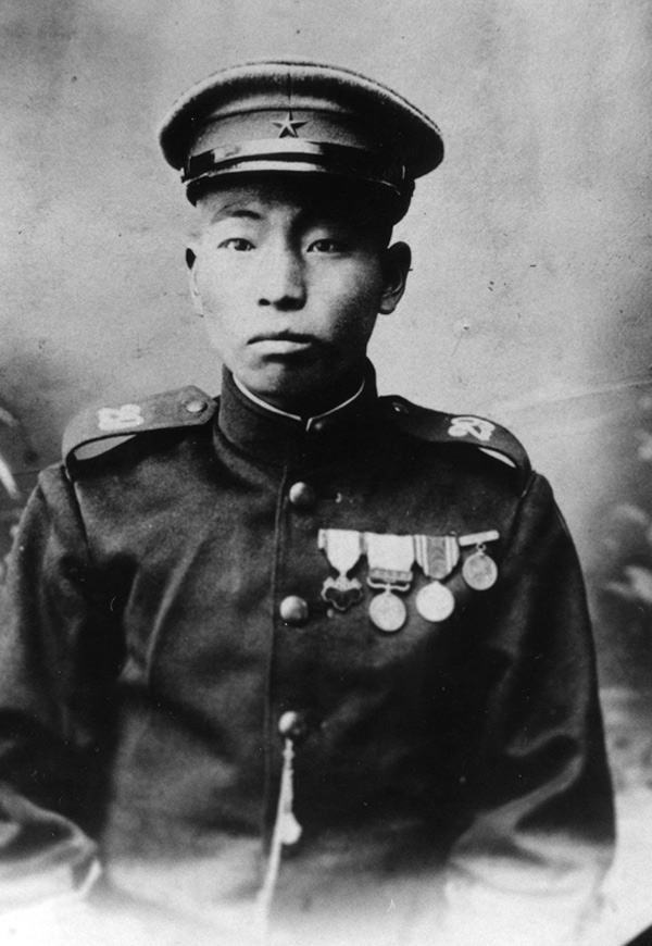 An unidentified soldier in uniform for the Japanese imperial army, circa 1905. Nakashima family collection: NNM 2011.71.1.26